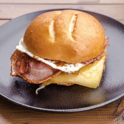Bacon Egg Roll w Cheese & Avo