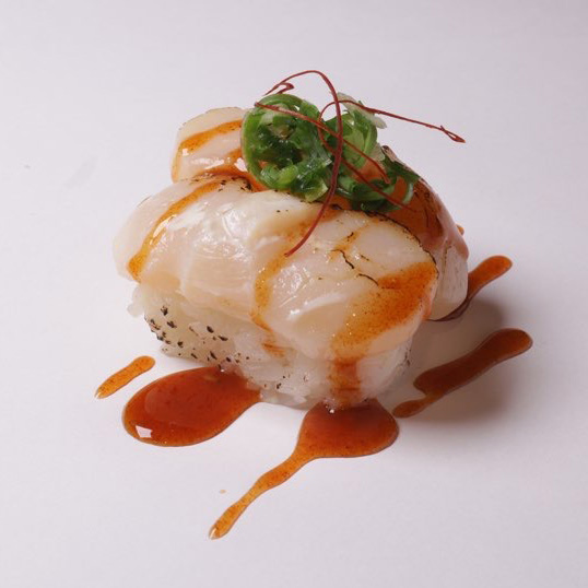 Aburi Spicy Hotate Nigiri (Spicy)